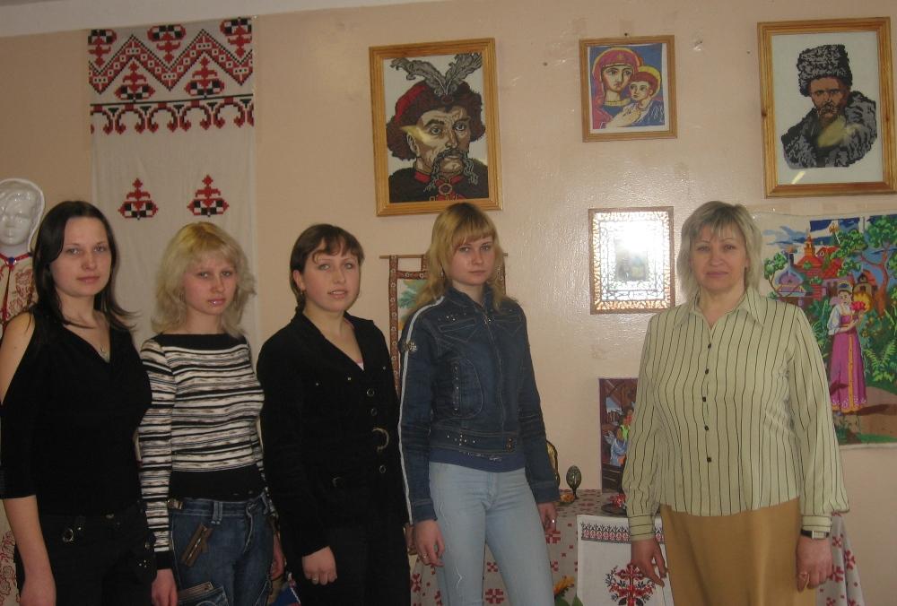 Заняття гуртка «Пізнай культуру та мистецтво України» веде вихователь Прилепа Віра Миколаївна