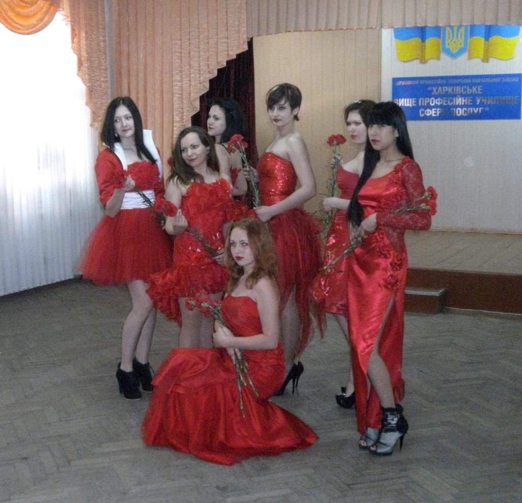 Театр мод «Шарм» з колекцією одягу «Червоні маки»
