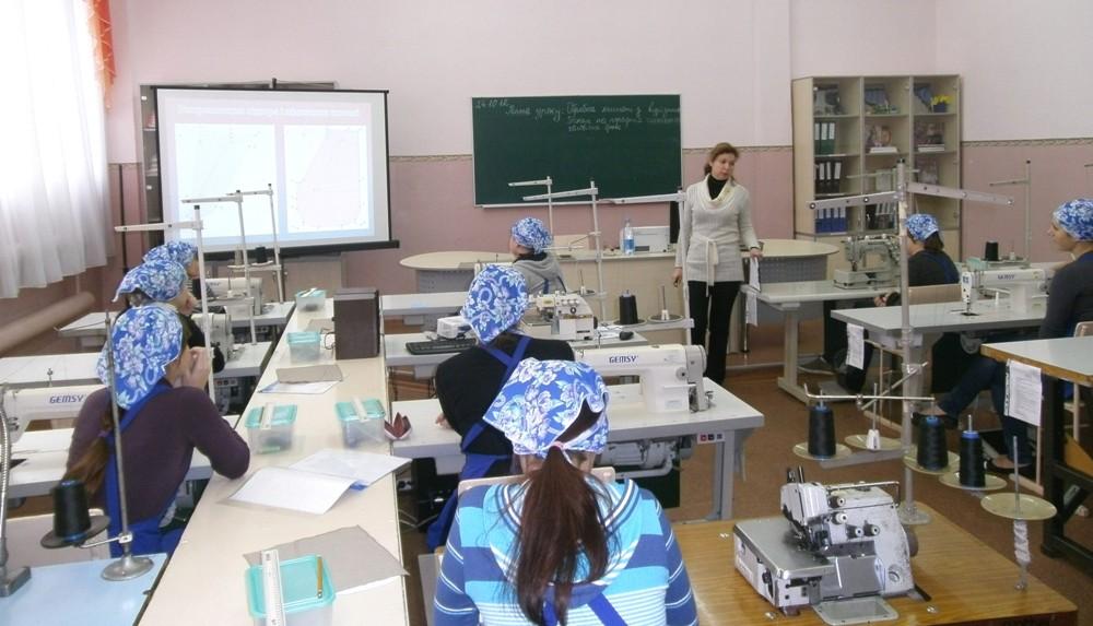 Вступний інструктаж проводить майстер виробничого навчання Долженко Наталія Вікторівна