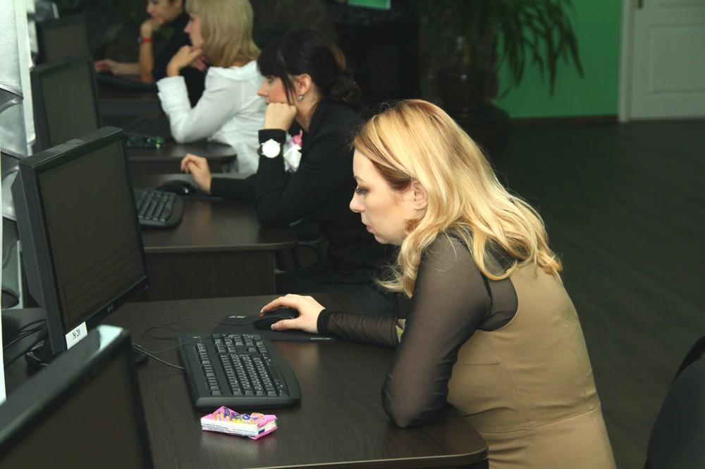 Матвійчук Ю.М. відповідає на тестові завдання теоретичного туру