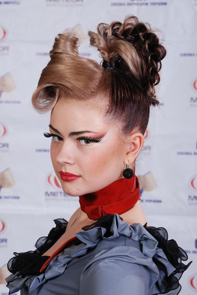 Робота бронзового призера конкурсу Кобець Аліна в номінації «Сучасна зачіска на довгому волоссі.