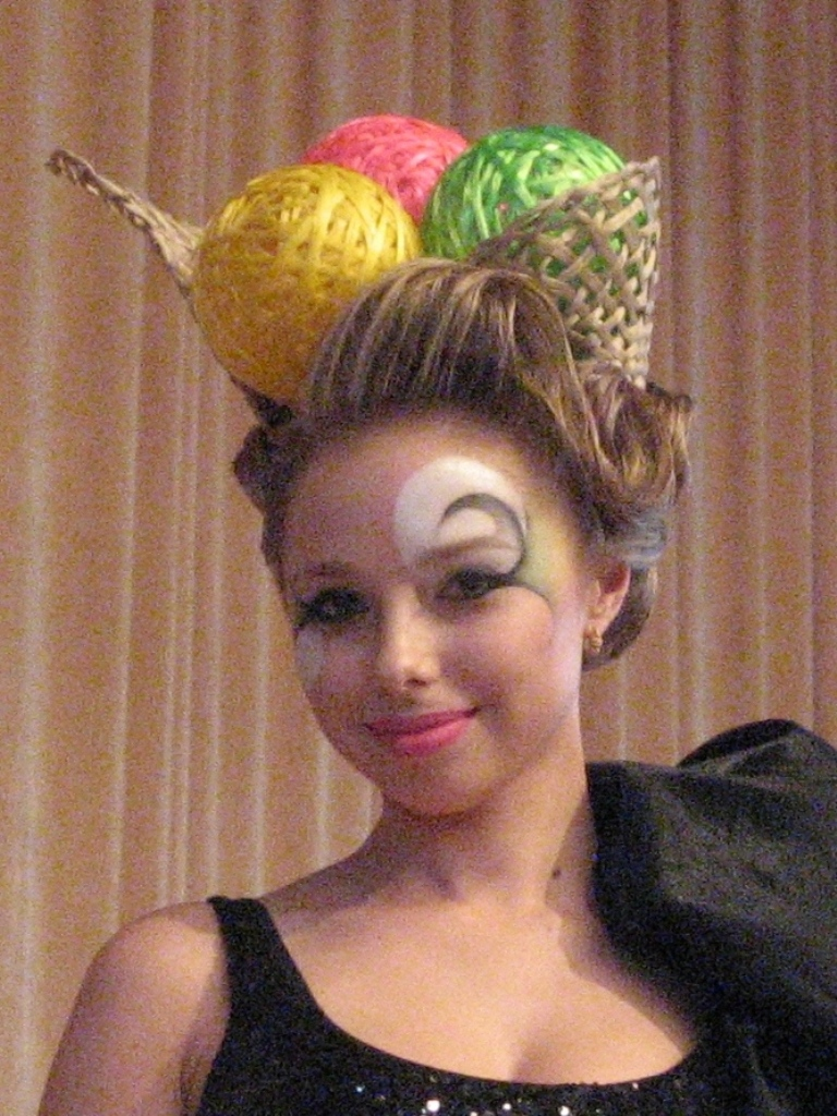 Робота призера конкурсу Коломієць Юлії в номінації «Зачіска із пастижерних виробів