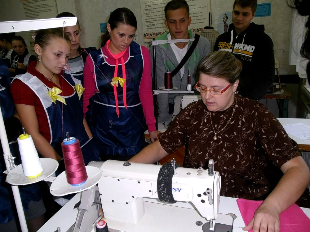 Урок виробничого навчання з професії «Кравець», майстер в/н Смоліна Н.Ю.
