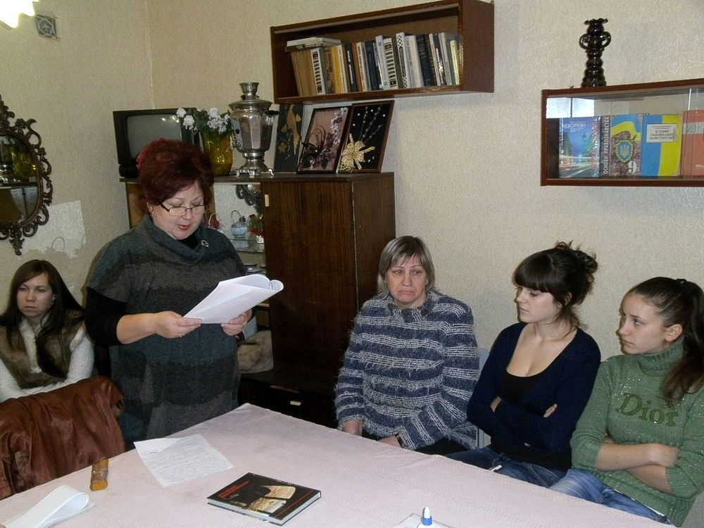 Бібліотечний урок веде бібліотекар Картавцева Наталія Вадимівна