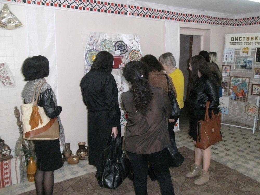 Огляд виставки творчості учнів_квітень 2014 (6)