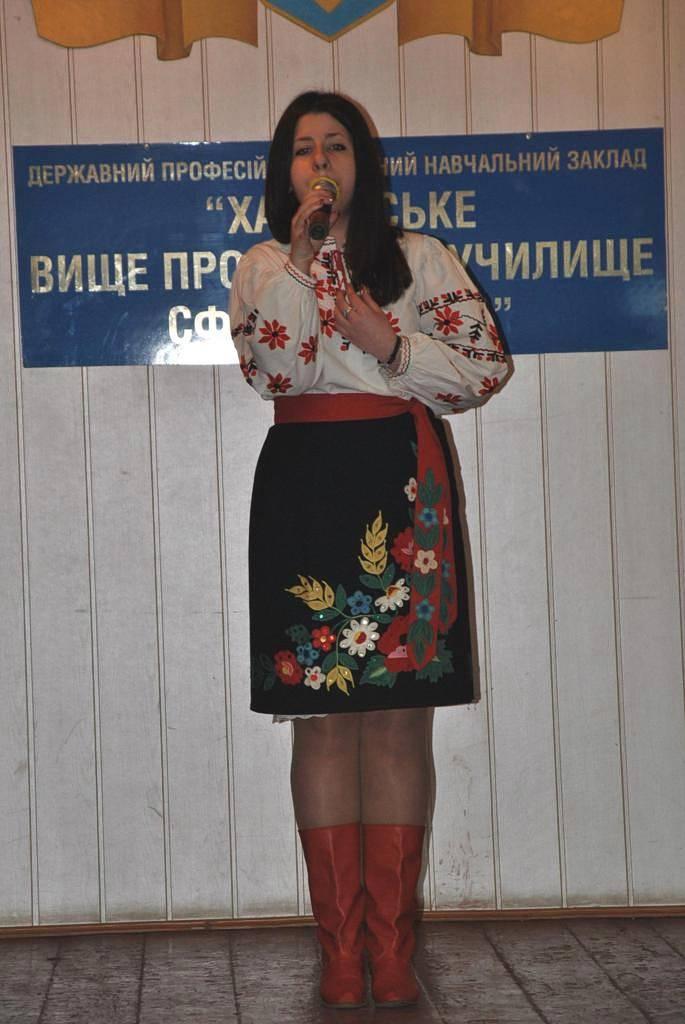 Українець Катерина читає вірш «Розрита могила»