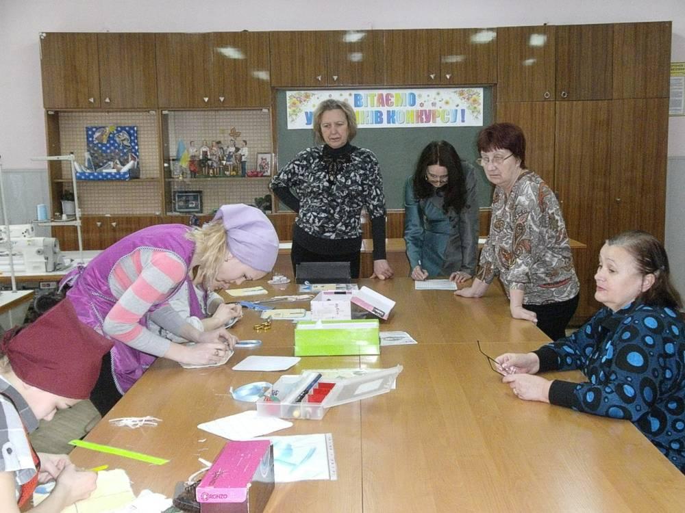 Учасники конкурсу за роботою (1)