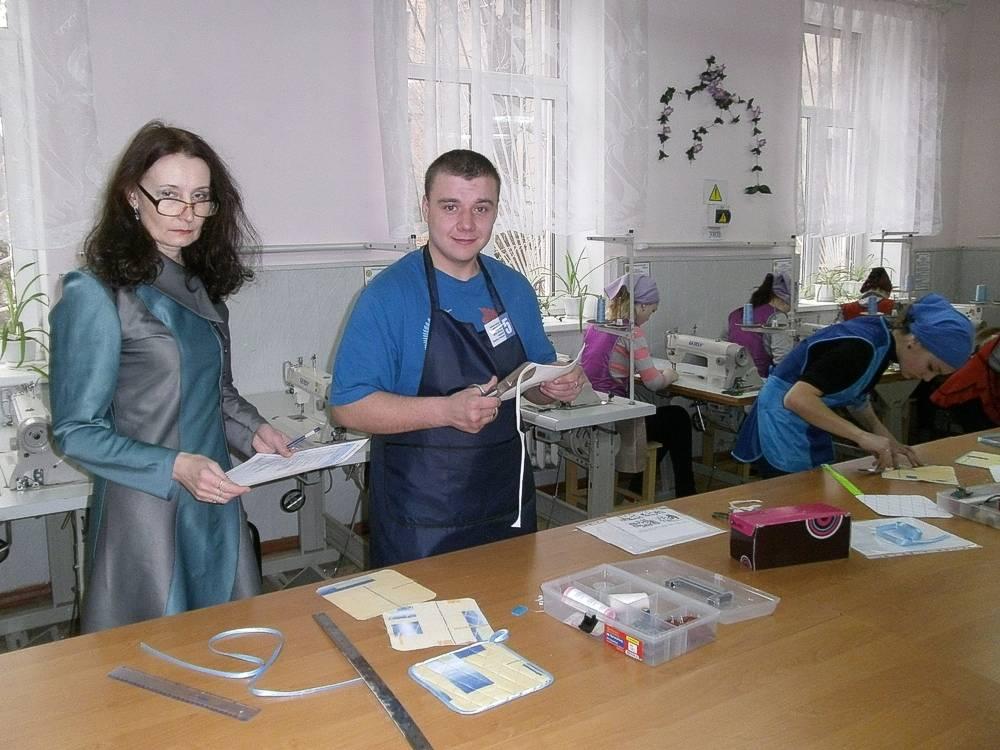 Учасники конкурсу за роботою (6)