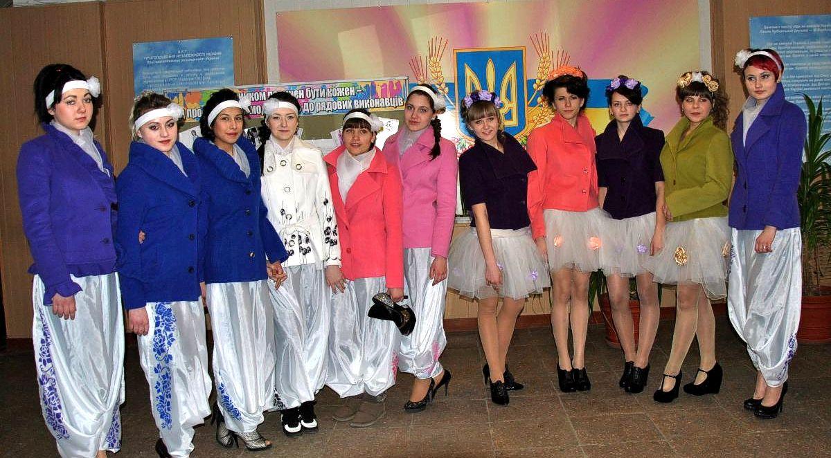 Колекція жіночих напівпальт «Сучасна Україна» (4)