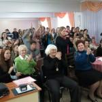 Глядачі підтримують учасників оплесками