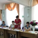 Випускників вітає Карпенко Маргарита Вікторівна, заступник з НВР